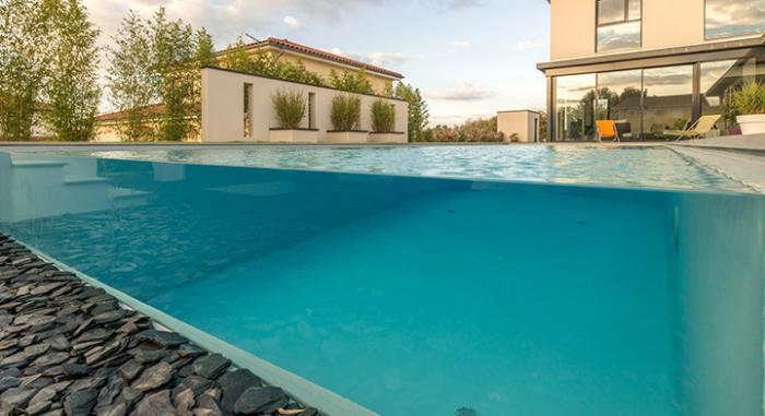 piscine-en-verre-grande-piscine-transparente
