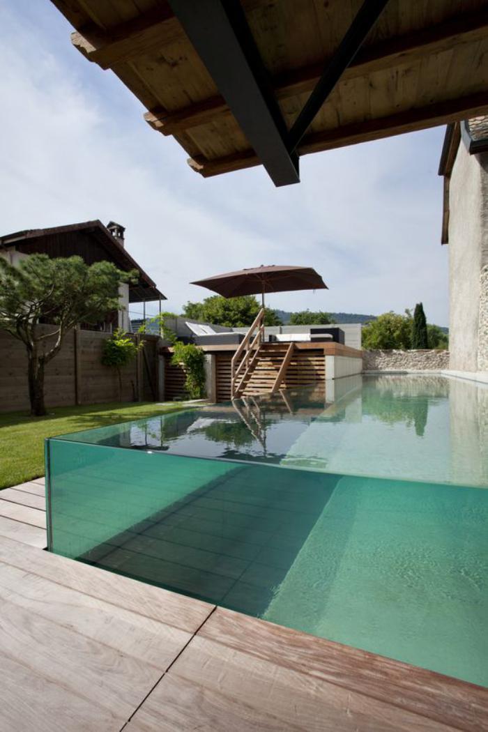 La piscine en verre en 43 photos for Piscine issoire jardin aquatique