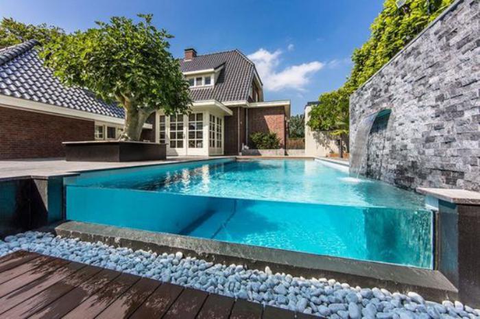 piscine-en-verre-piscine-hors-sol-parois-de-verre