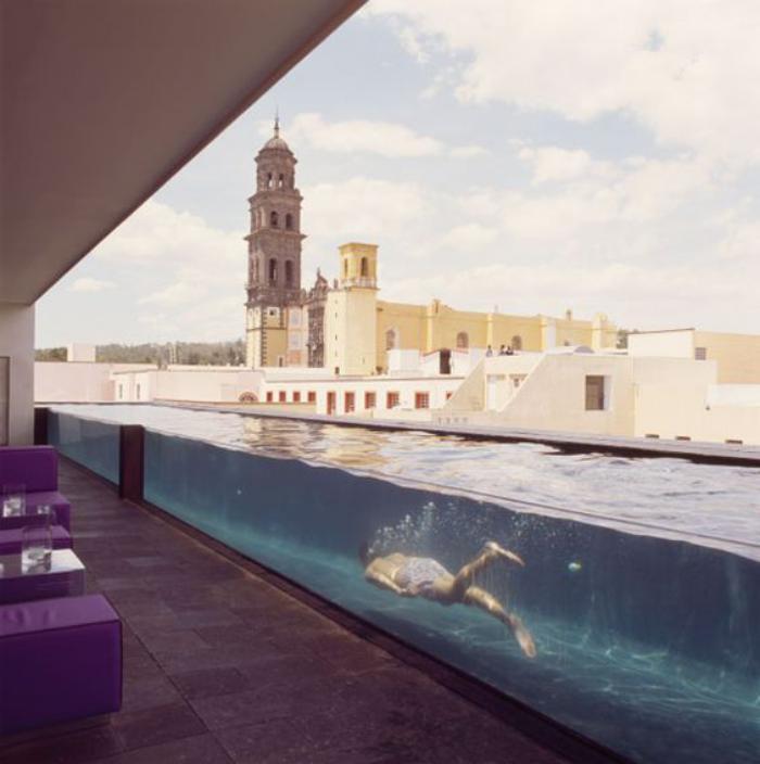 piscine-en-verre-spectaculaire-sur-un-toit-terrasse