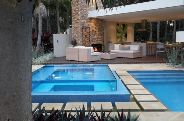piscine-en-verre-terrasse-originale-avec-piscine