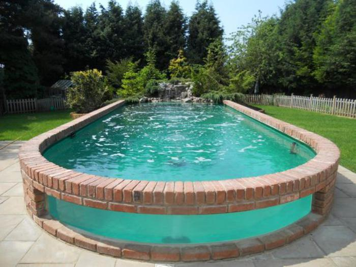 piscine-en-verre-un-mur-en-verre-de-piscine-arrondie