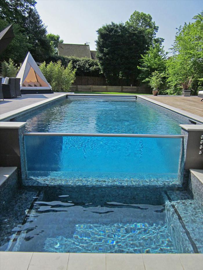 La piscine en verre en 43 photos for Panneau verre exterieur