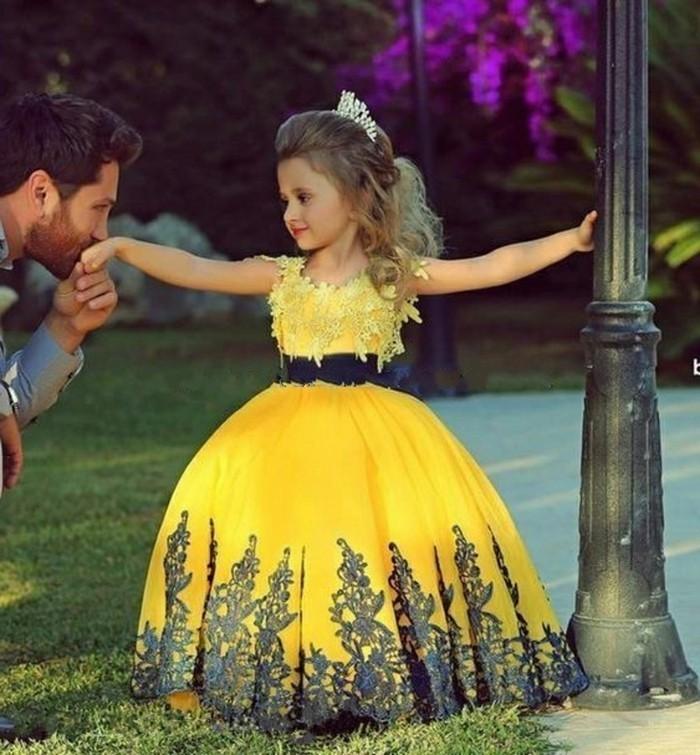 plaisante-coiffure-de-petite-fille-pour-mariage-princesse