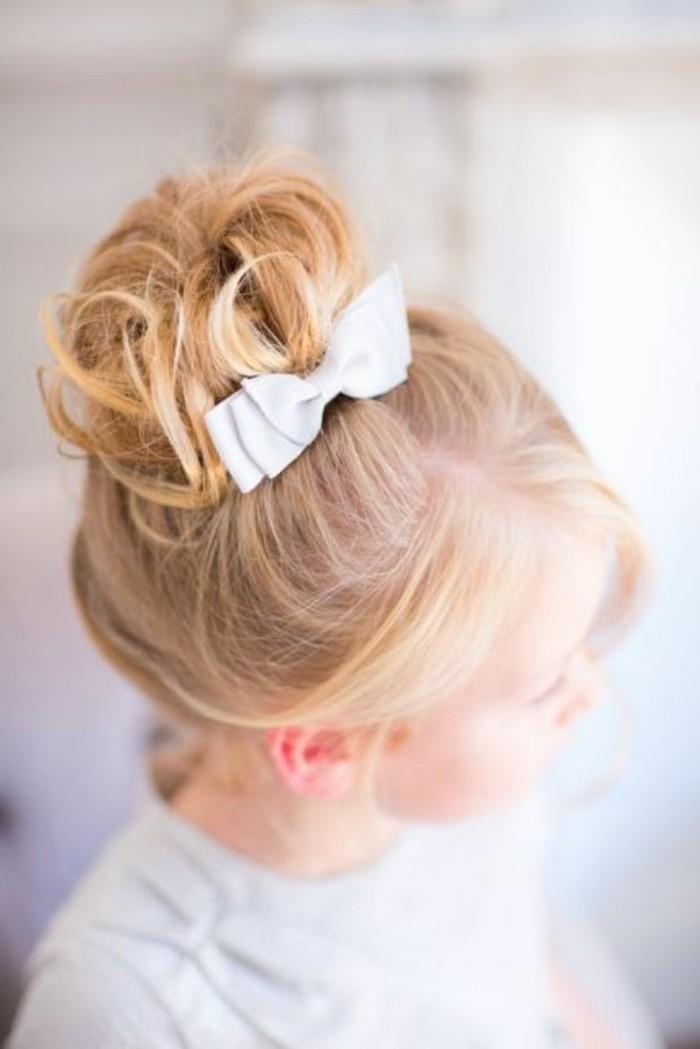 plaisante-coiffure-de-petite-fille-pour-mariage-trop-cool