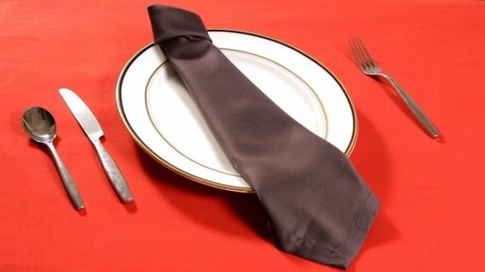 pliage-de-serviette-simple-cravate