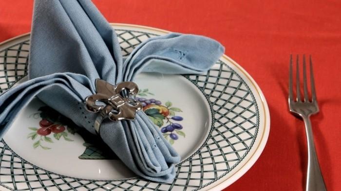 pliage-serviette-facile-couleur-bleue