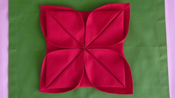 pliage-serviette-facile-couleur-rouge-fonce