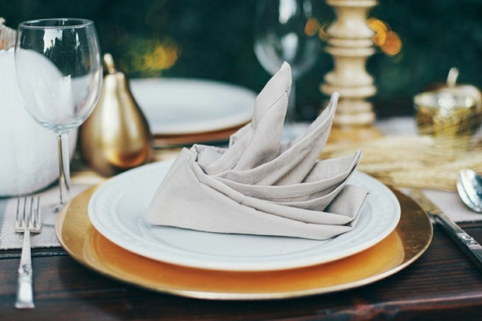 pliage-serviette-facile-table-servie