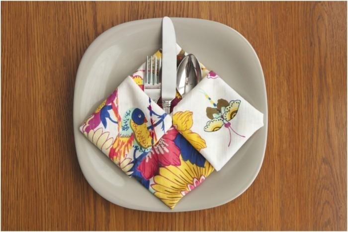 pliage-serviette-multicolore