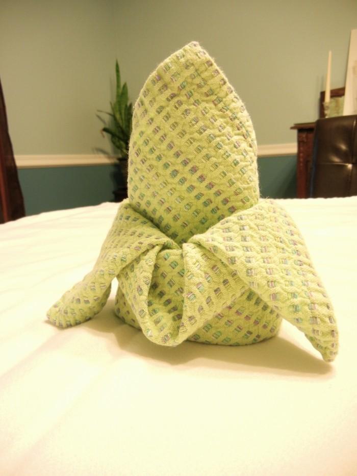pliage-serviette-simple-couleur-verte-claire