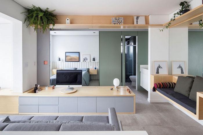 portes coulissantes pour separer chambre à coucher du salon cuisine, banc bois avec coussins gris, mobilier bois