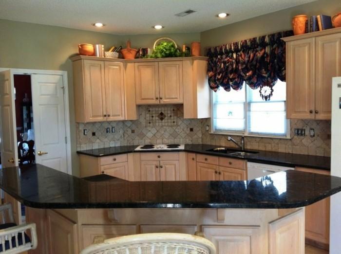 Granit noir dans la maison exemples et conseils - Plaque de marbre pour cuisine ...