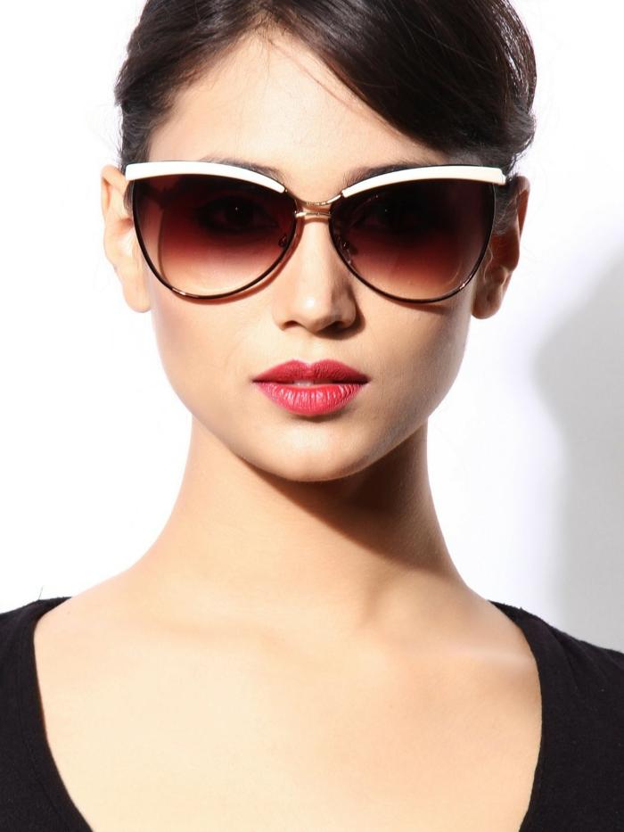 quelle-forme-de-lunette-choisir-femme-en-noir