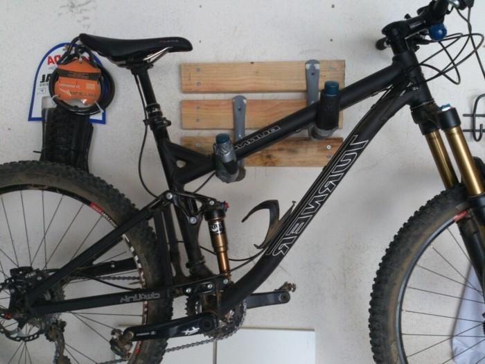 Un rangement vélo ? Nous allons vous aider! 75 idées - Archzine.fr