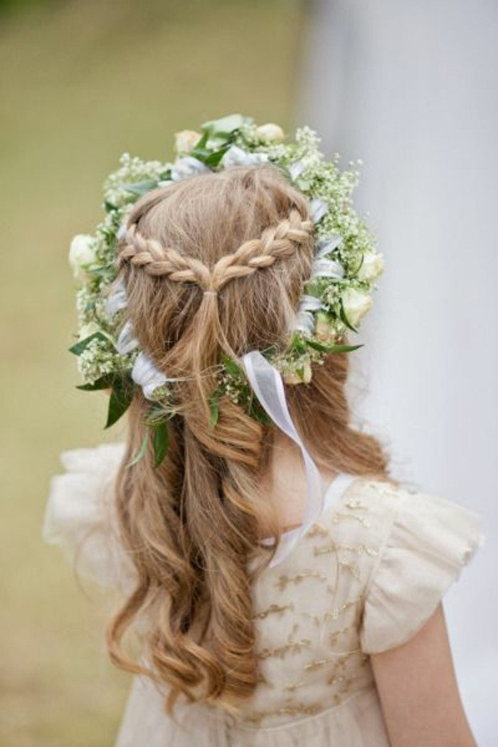 56 id u00e9es pour choisir et faire la plus jolie coiffure de mariage pour petite fille