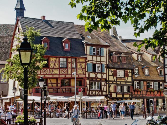 route-des-vins-d'Alsace-maiosns-typiques-à-Colmar