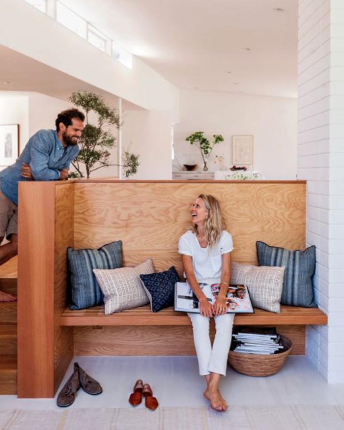 séparation-de-pièce-originale-avec-banquette-meuble-séparateur-de-pièce