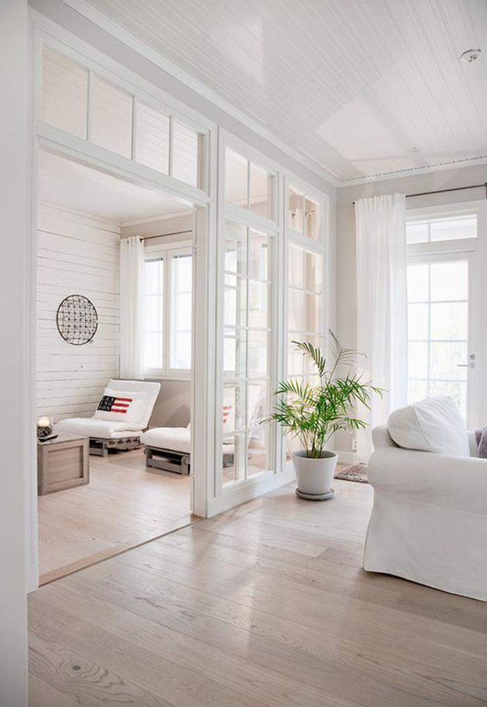 séparation-de-pièce-porte-vitrée-coulissante-dans-un-intérieur-tout-blanc