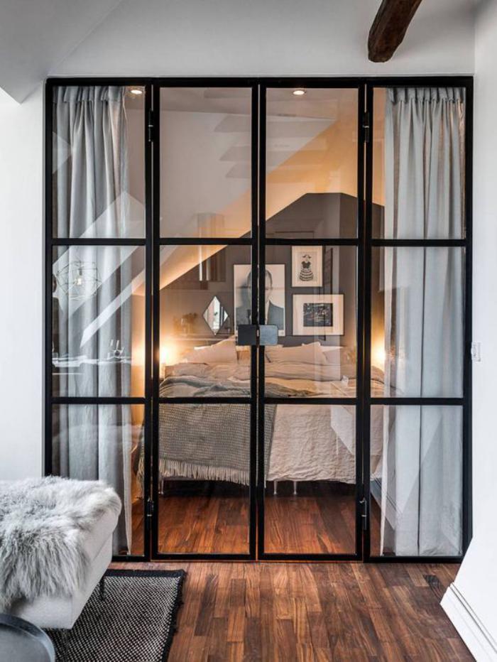 séparation-de-pièce-porte-vitrée-d'intérieur