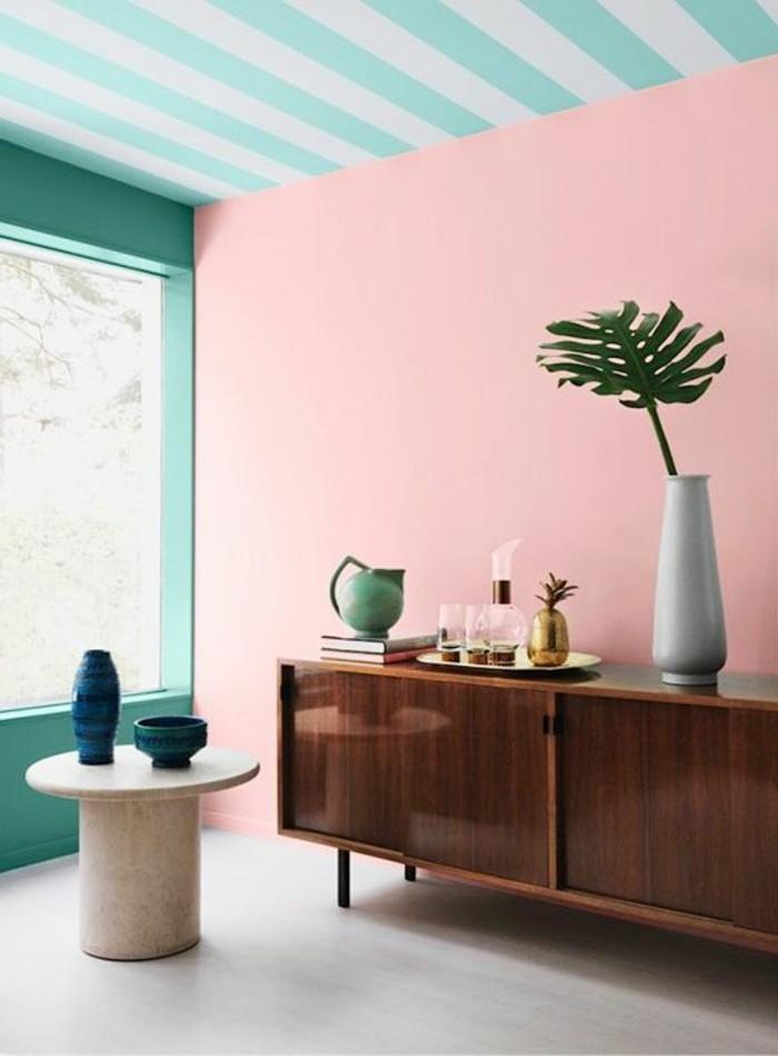 archzine.fr/wp-content/uploads/2016/06/salon-chic-couleur-saumoné-rose-mur-peinture-rose-et-mur-en-bleu-turquoise-signification-des-couleurs-d-intérieur