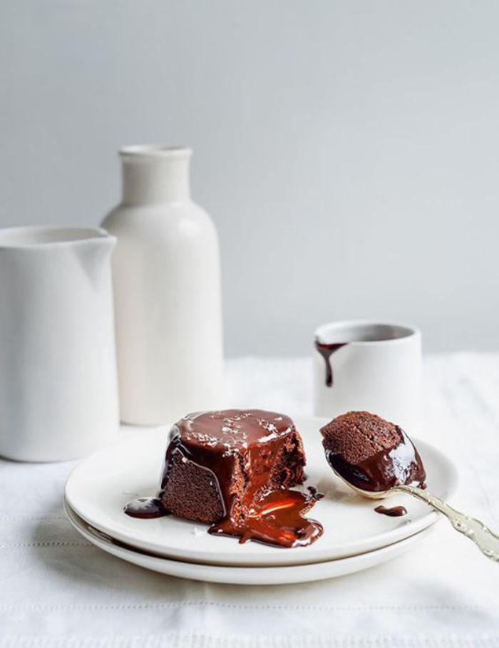 soufflé-au-chocolat-garni-au-chocolat-liquide