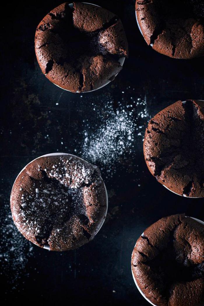 soufflé-au-chocolat-noir-petits-cakes-délicieux