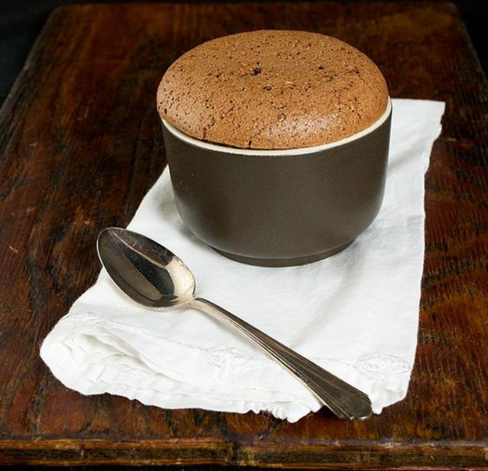 soufflé-au-chocolat-soufflé-chocolat-mousseux-et-monté