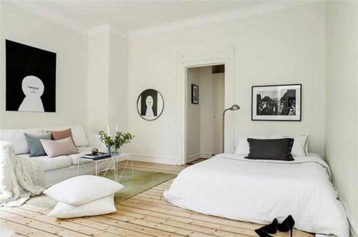 studio-sol-en-parquet-clair-déco-studio-étudiant-murs-beiges-canape-beige