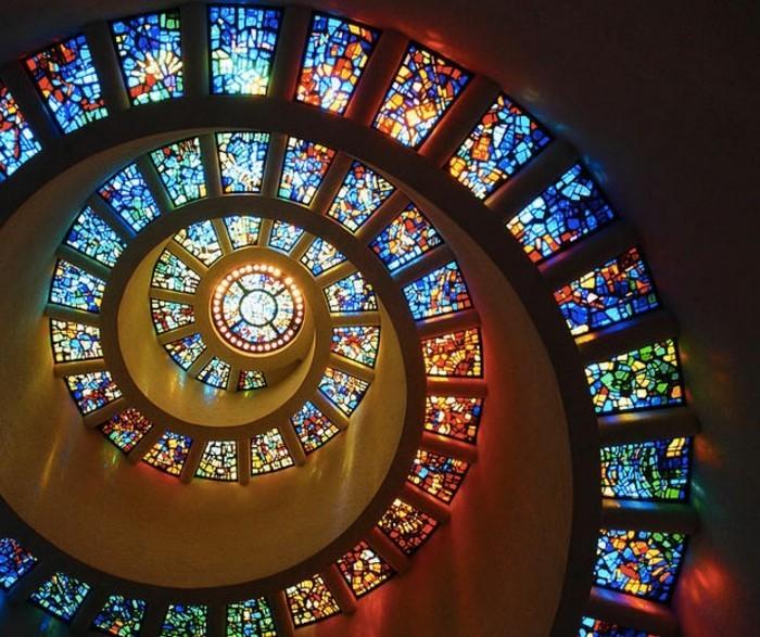 suite-de-Fibonacci-aux-vitrages-colores-resized