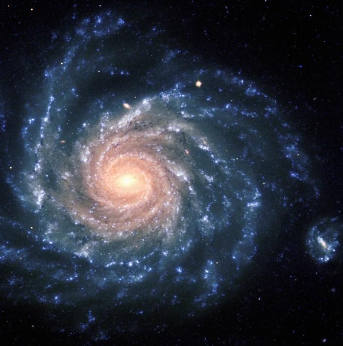 suite-de-Fibonacci-en-forme-de-spirale-galactique-resized