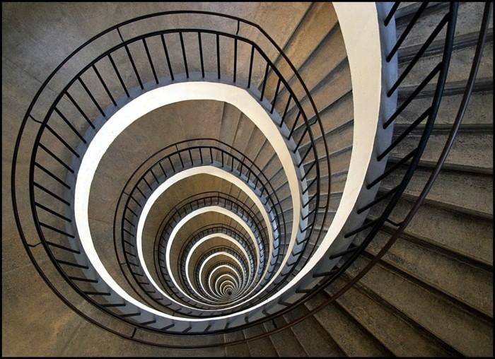 suite-de-Fibonacci-escalier-illumine-resized