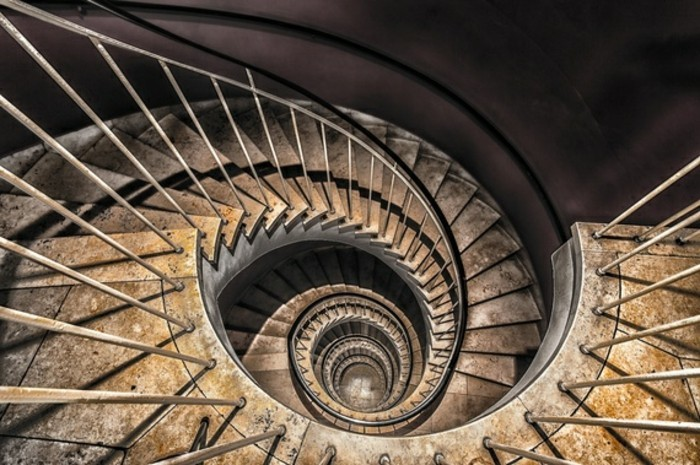 suite-de-Fibonacci-escaliers-metalliques-resized