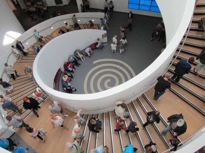 suite-de-Fibonacci-musee-de-Liverpool-spirale-dans-le-centre-resized