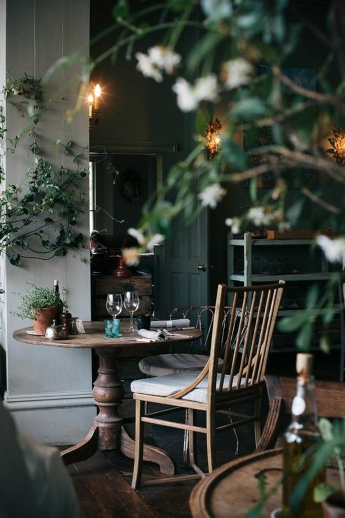 table-en-bois-foncé-parquet-en-planchers-chaise-en-bois-sol-parquet-table-a-manger-pas-cher