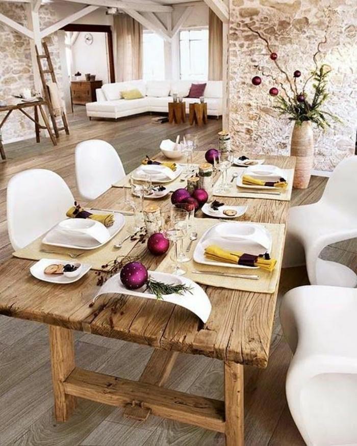 table-en-bois-massif-clair-sol-en-parquet-mur-en-pierres-théma-déco-idée-déco-chambre