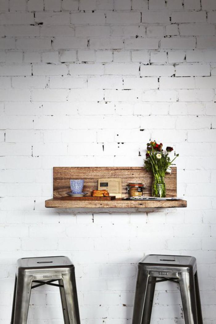 table-gain-de-place-petite-table-murale-avec-beaux-tabourets