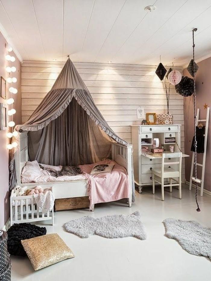 tapis-en-fourrure-beige-parure-de-lit-grise-idee-deco-chambre-ado-chic-plafond-en-planchers