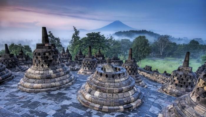 temple-bouddhiste-Borobudur-atmosphere-spirituelle-resized
