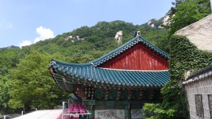 temple-bouddhiste-Bukhansan-National-Park-resized