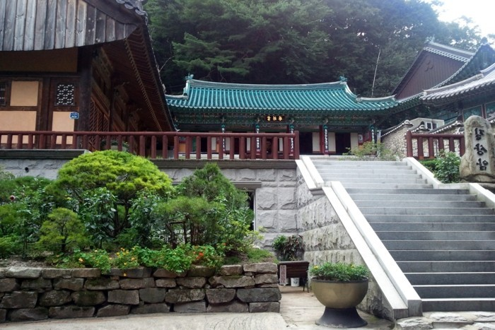 temple-bouddhiste-Hangul-escaliers-resized