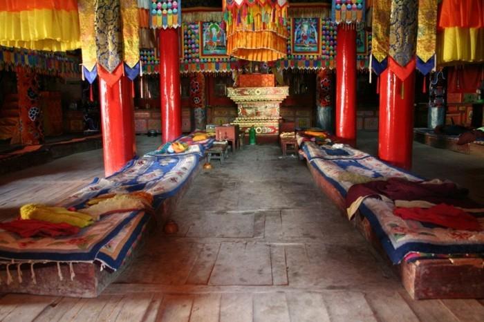 temple-bouddhiste-Le-Dragon-rouge-resized