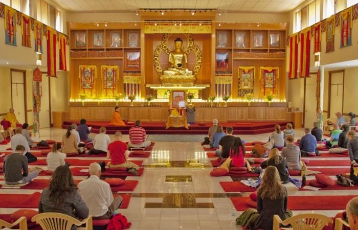 temple-bouddhiste-Phat-giao-resized