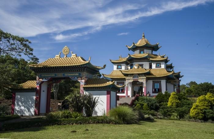 temple-bouddhiste-Tres-Coroas-Amerique-resized