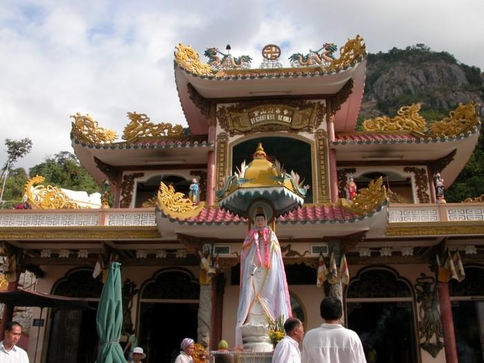 temple-bouddhiste-au-Vietnam-resized