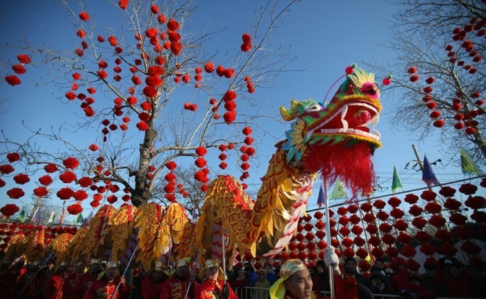 temple-bouddhiste-celebrations-de-l'-annee-du-Dragon-resized