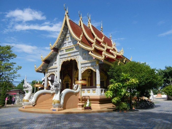 temple-bouddhiste-chiang-mai-thailande-resized