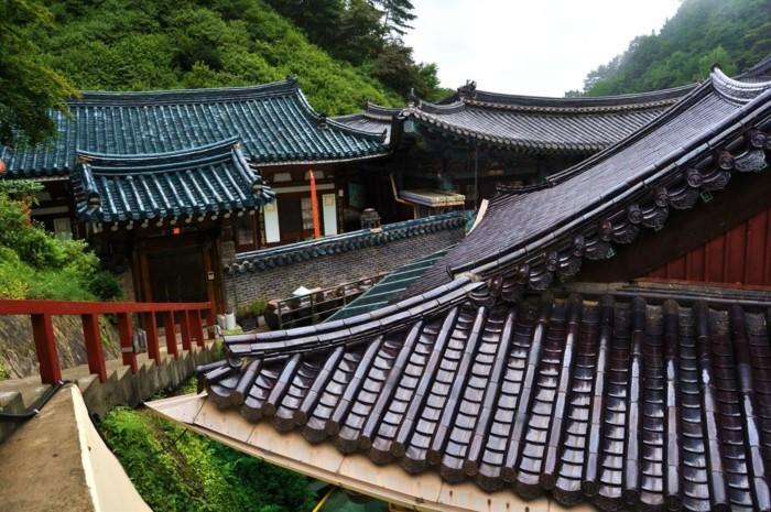 temple-bouddhiste-guinsa-south-korea-le-quartier-principal-de-la-secte-bouddhiste-cheondae-resized