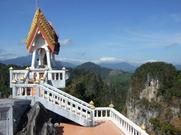 temple-bouddhiste-la-Cave-du-tigre-resized