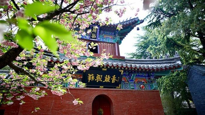 temple-bouddhiste-le premier-en-Chine-resized